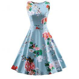 a6aef66937b3 Lyseblå kjole med blomster